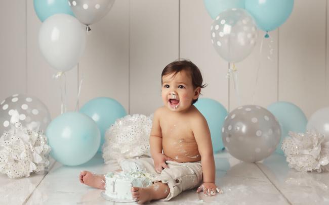 first birthday boy blue and white cake smash photos