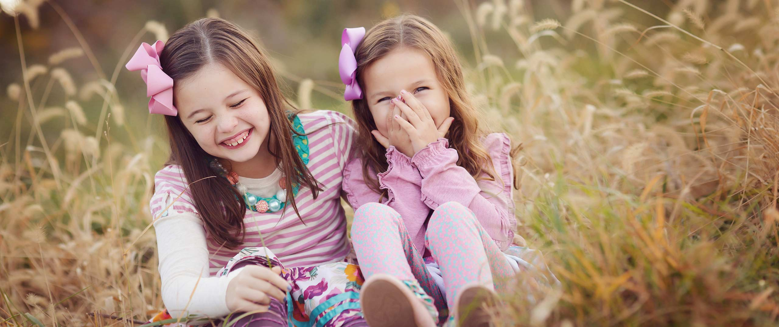 two sisters giggling lincoln nebraska outdoor family photo session