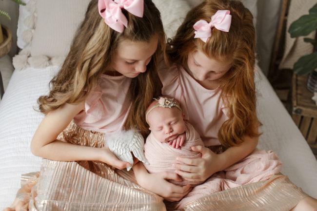 newborn photography lincoln nebraska baby with siblings