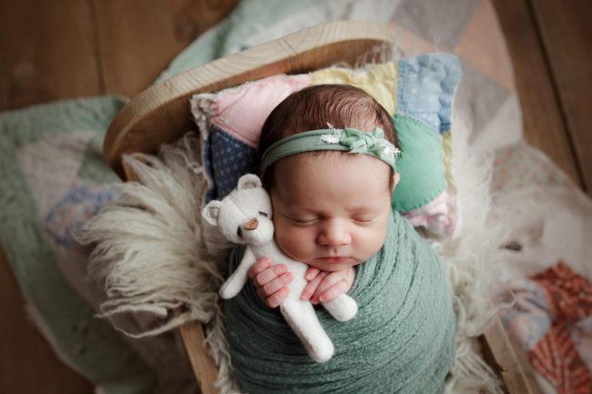 newborn photography lincoln nebraska cuddling bear